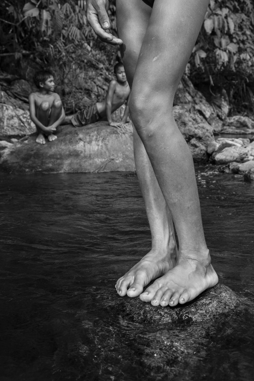 Pierre de Vallombreuse, Peuple Palawan. Philippines. Jeux d'enfants dans le torrent, 2014