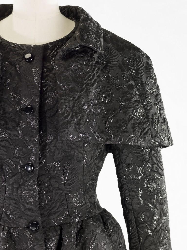 21.-Balenciaga-Robe-et-veste-Lurex-détail-1968-768×1024