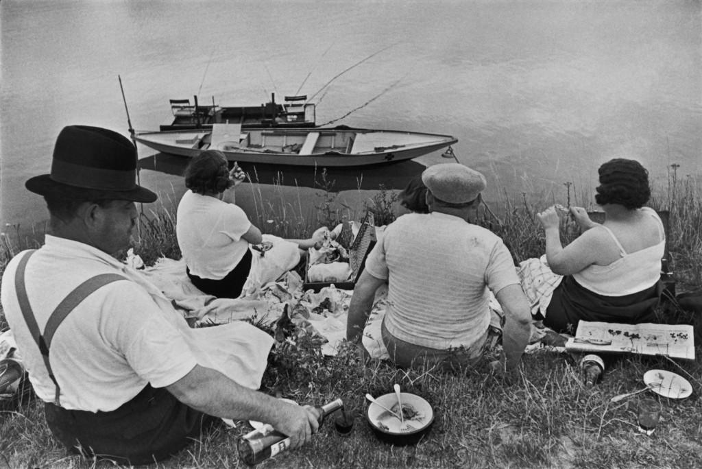 Henri Cartier-Bresson, Danche sur les bords de la Marne, 1938, Photographie, Galerie Françoise Paviot.