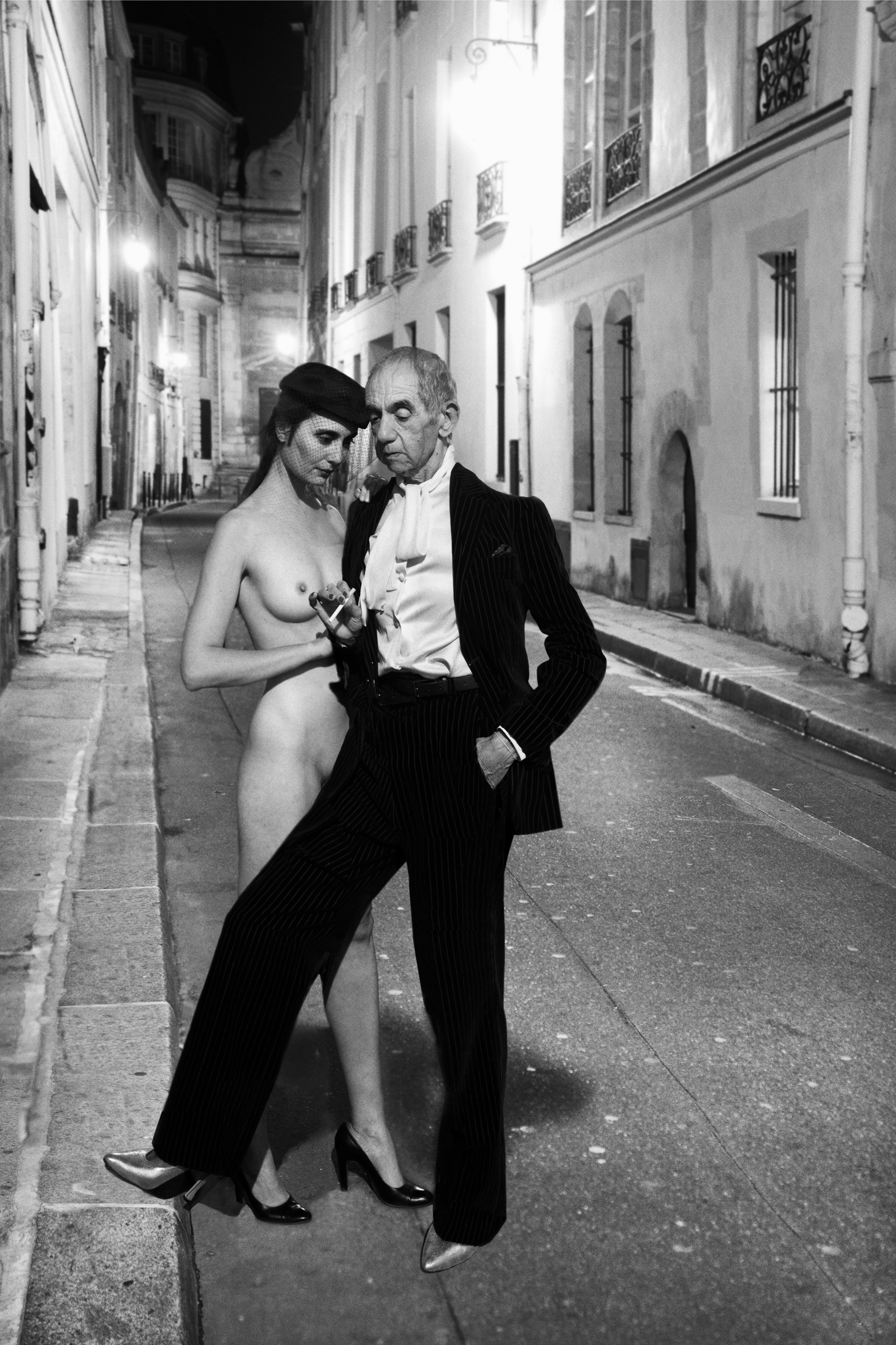 © Catherine Balet, 2014. Courtesy galerie Thierry Bigaignon    Hommage à Helmut Newton, YSL, French Vogue, rue Aubriot, 1975, série Looking for the Masters in Ricardo's golden shoes   © Catherine Balet, 2014. Courtesy galerie Thierry Bigaignon