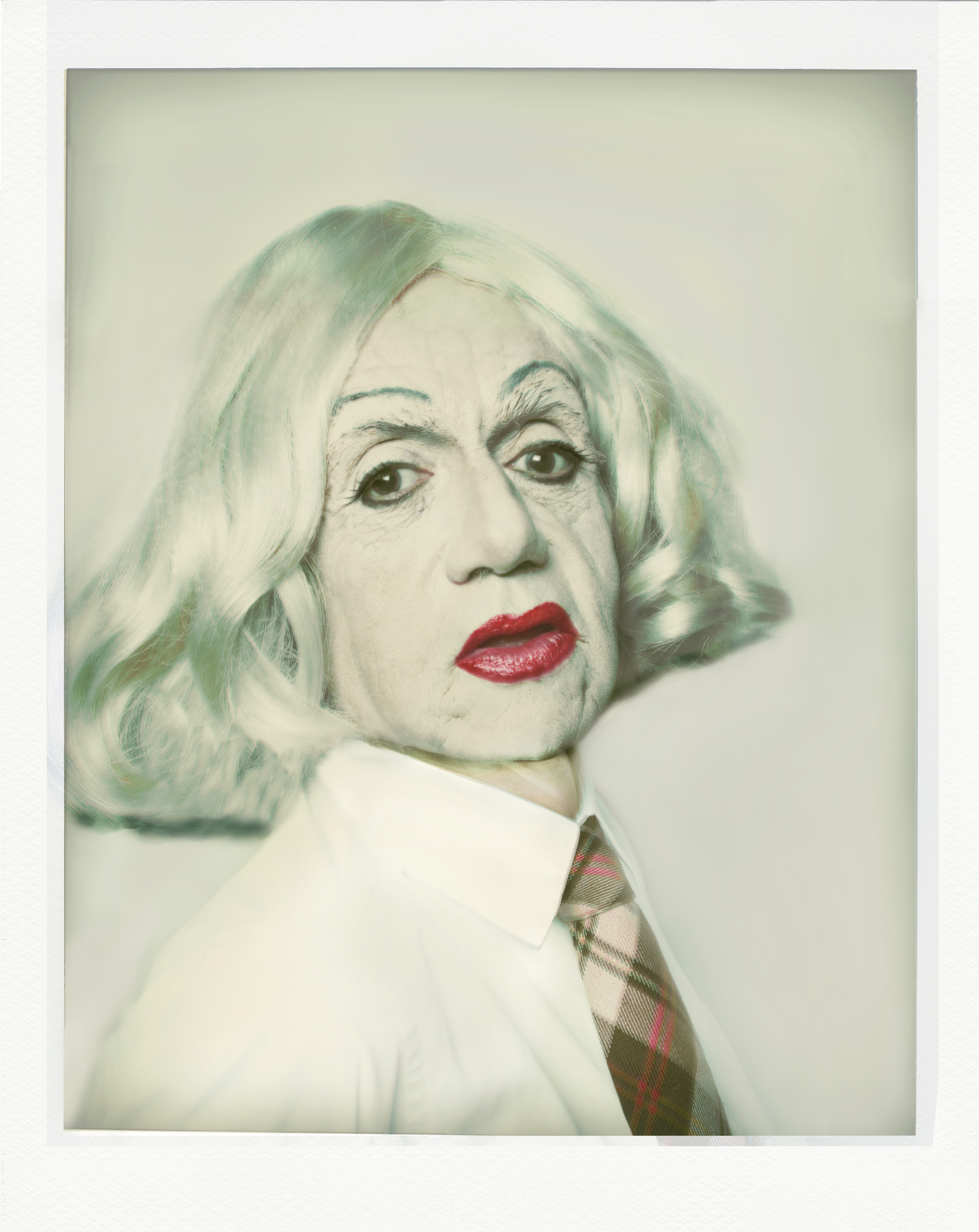 Hommage à Andy Warhol, Self-portrait in drag, Polaroïd, 1981, série Looking for the Masters in Ricardo's golden shoes © Catherine Balet, 2014. Courtesy galerie Thierry Bigaignon
