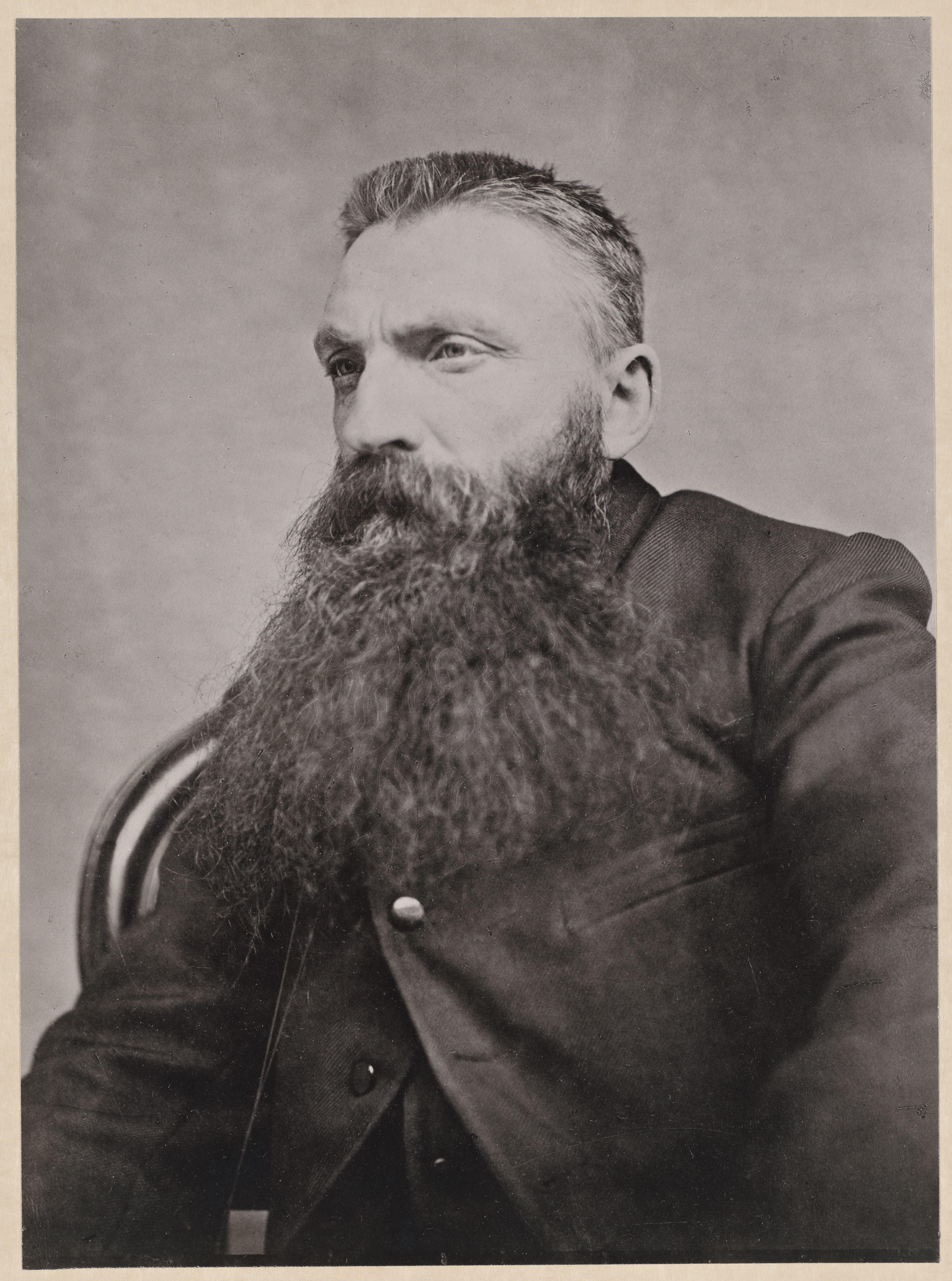 Adolphe Braun, Portrait de Rodin les cheveux en brosse, vers 1890, épreuve au charbon, H. 22 cm ; L. 16,3 cm, ph.166 collection musée Rodin