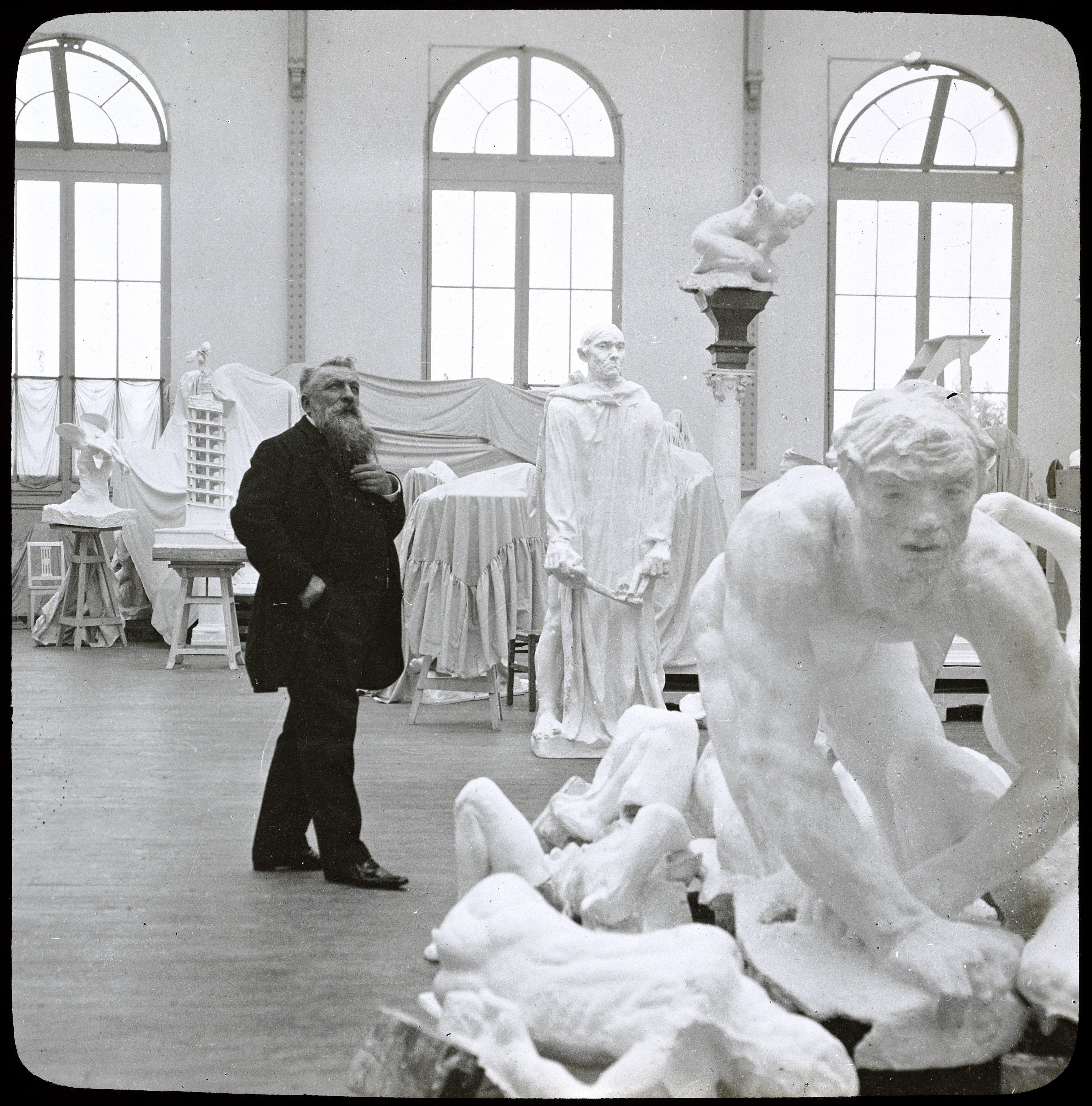 Jules Richard, Rodin dans son atelier, positif gélatino-argentique sur verre, H. 6,7 cm ; L. 6,7 cm, ph.2392, collection musée Rodin
