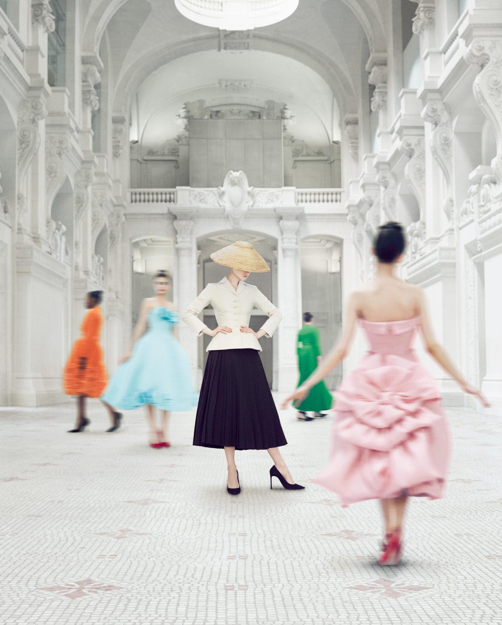 1. © Emma Summerton pour «Christian Dior Couturier du Rêve»