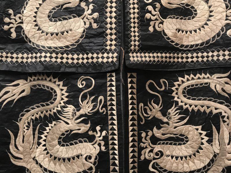 Inédits et rares, les  «Costumes traditionnels des minorités du Guizhou (Chine) ». Paris, Centre Culturel de la Chine. Du 05.10 au 25.11.2017