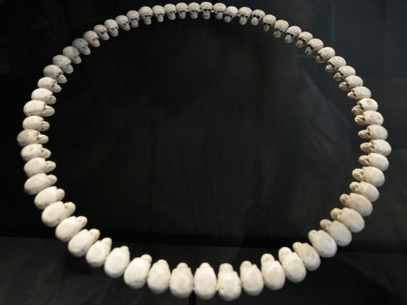 Le parcours de Théo Mercier en photos au Musée de l'homme. Jusqu'au 04.04.2018.