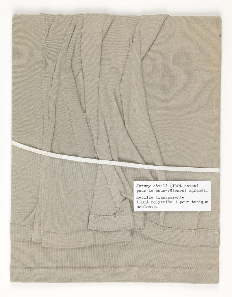 Echantillon. Jersey drapé plaqué par une résille transparente.