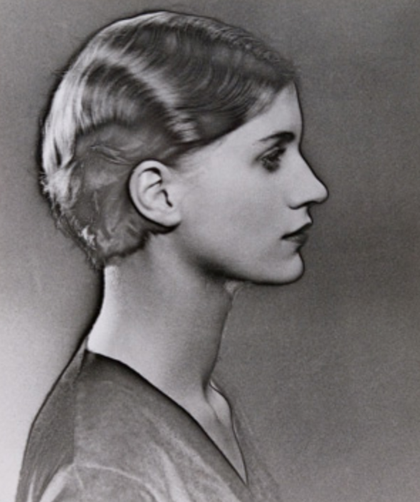 Man Ray  Solarized Portrait of Lee Miller, 1929 Silver gelatin print  Museum Ludwig, Cologne  © Rheinisches Bildarchiv © MAN RAY TRUST / Bildrecht, Vienna, 2017