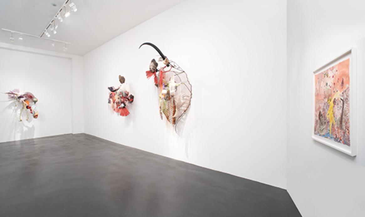 Rina Banerjee – Exhibition view of Naked Naked…, Galerie Nathalie Obadia, Paris, 2018 –  Image précédenteImage suivante 6/24 Exhibition view of Naked Naked…, Galerie Nathalie Obadia, Paris, 2018