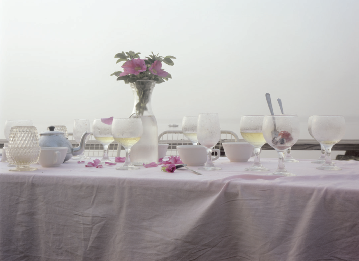 «Dinner Table, Provincetown, Massachusetts, 1983», © Joel Meyerowitz Courtesy Polka galerie