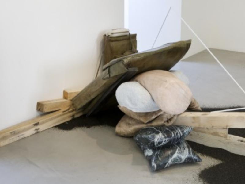 Paris, Galerie Kamel Mennour.Tatiana Trouvé.Du 15 octobre au 31 novembre 2018.