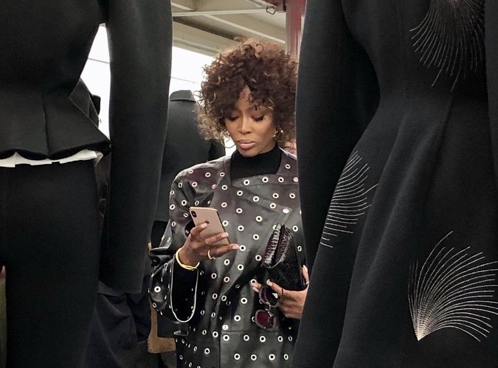 Naomie Campbell.Fondation Azzedine Alaïa, vue de l'exposition ADRIAN et ALAÏA. L'art du tailleur. Photographie Christine BARBE.