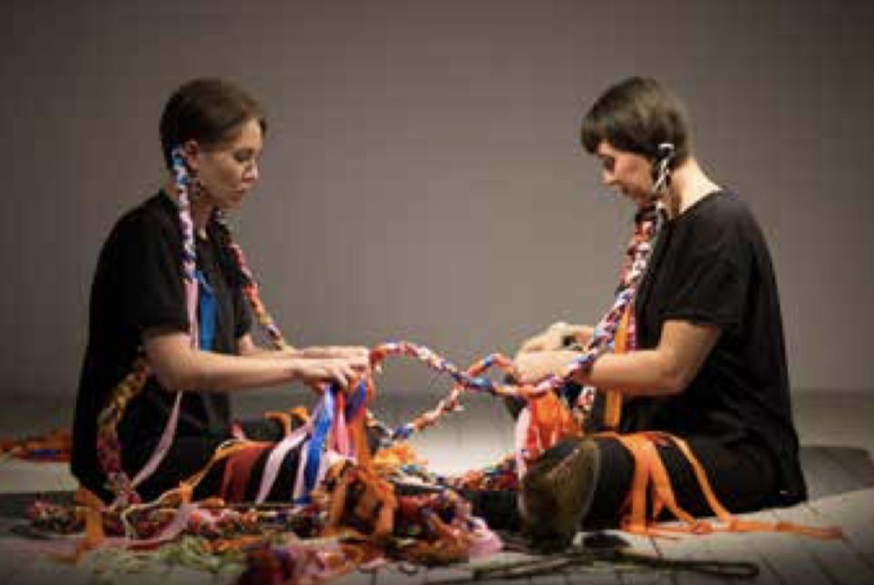 Jeneen Frei Njootli et Tsēmā Igharas, Sinuosity, 2018, Biennale d'art contemporain autochtone – Montréal © photo Mike Patten