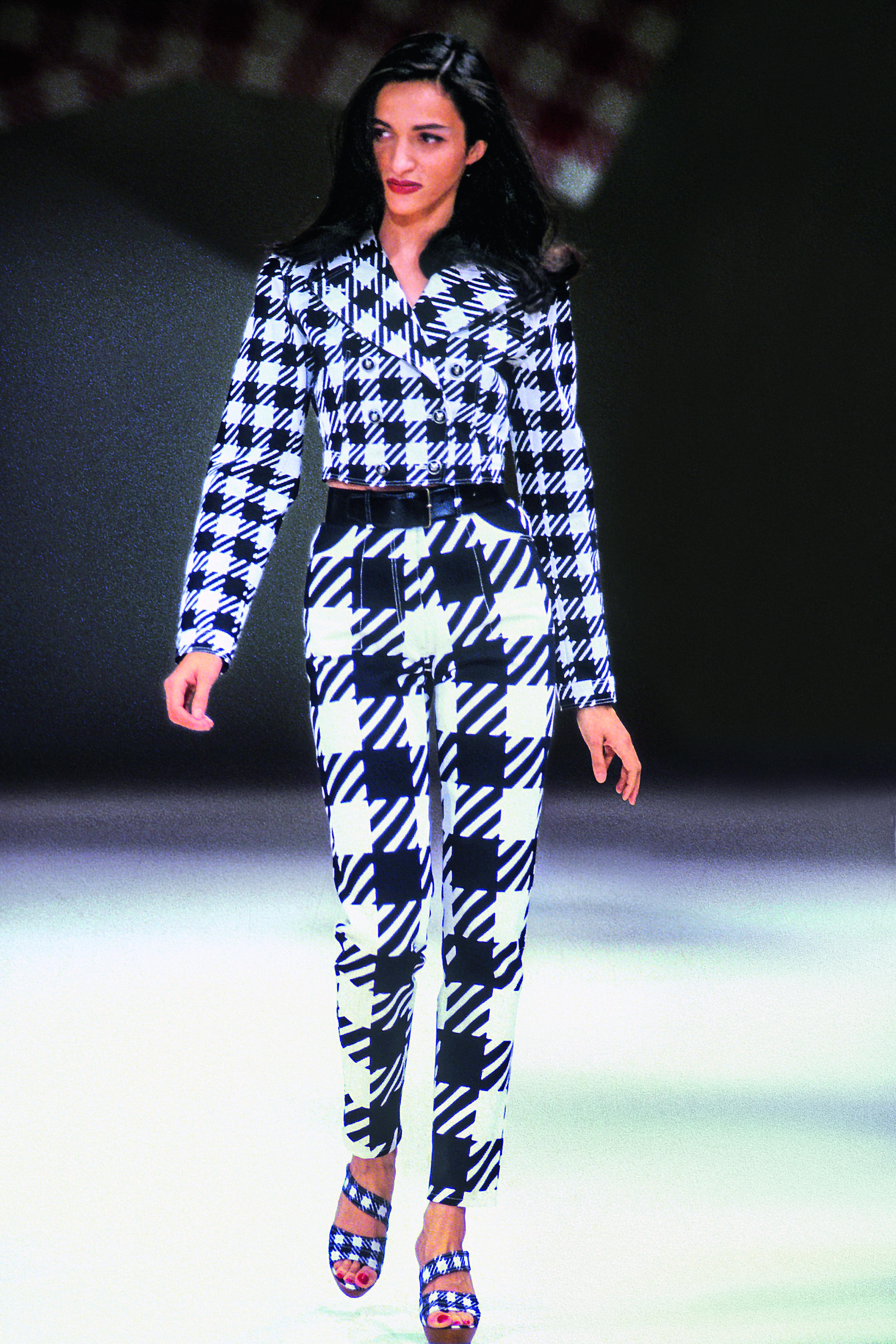 ALAÏA COLLECTION ÉTÉ 1991 Mannequin : Farida Khelfa Ph. Guy Marineau