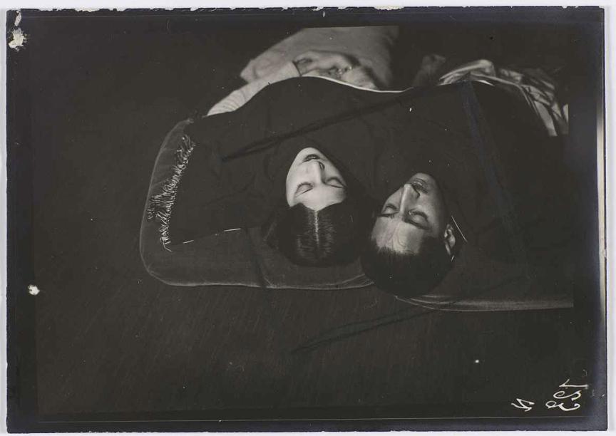 Man Ray, Le maharajah et la maharani d'Indore, vers 1927-1930 © Man Ray 2015 Trust / Adagp, Paris, 2019 Photo © Centre Pompidou, MNAM-CCI, Dist. RMN-Grand Palais / Guy Carrard