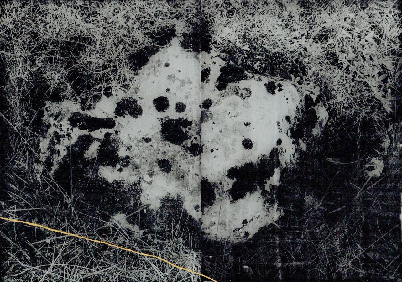 Anaïs Boudot, sans titre (dyptique caillou), série La noche oscura, 2017-18, courtesy Galerie Binome tirage unique dans une édition de 3 (+1EA) – 2x 21×15 cm tirage argentique sur plaque de verre, peinture dorée, châssis bois noir projet de résidence Casa de Velazquez 2017