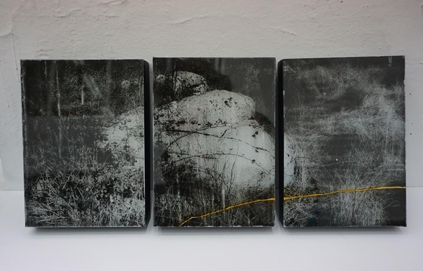 Anaïs Boudot, sans titre (triptyque), série La noche oscura, 2017, courtesy Galerie Binome tirage unique dans une édition de 3 (+2EA) – 30×21 cm tirage argentique sur plaque de verre, peinture dorée, châssis bois projet de résidence Casa de Velazquez 2017