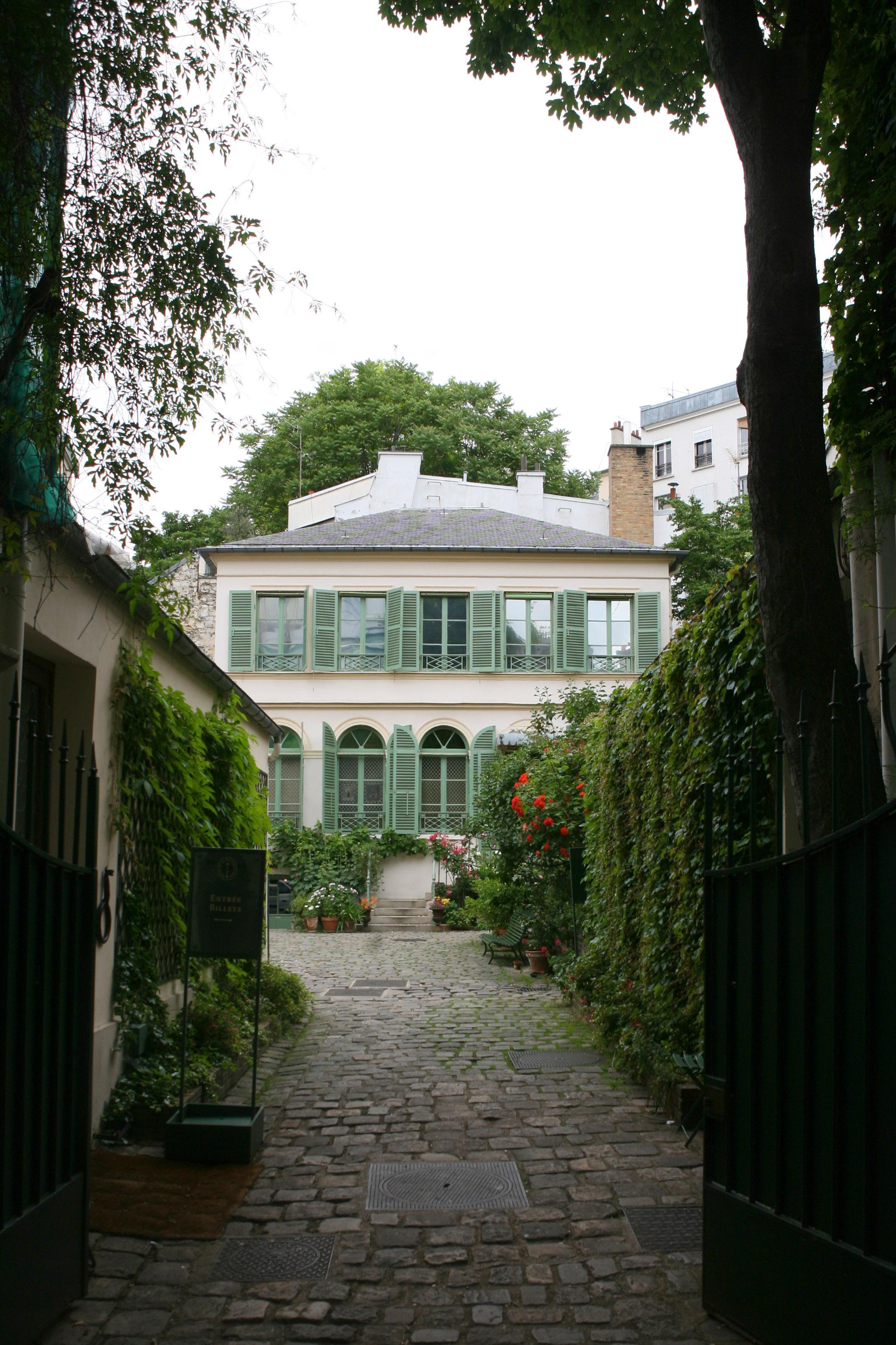 Musée de la Vie romantique (Allée et facade maison) ∏ D.Messina-Ville de Paris (1)