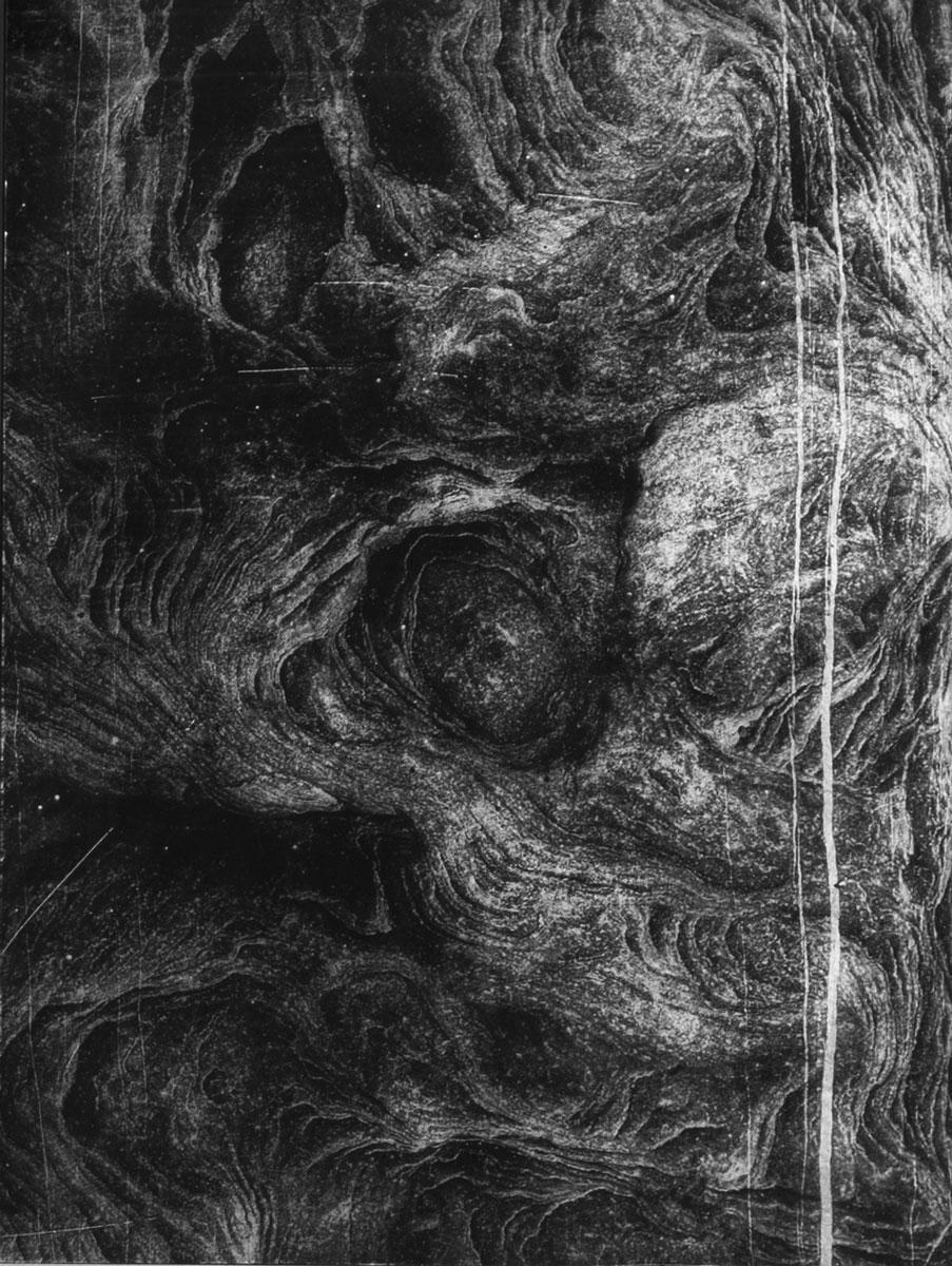 Anaïs Boudot, sans titre #3, série Un rayon dans cette mer sur une lune, 2019, courtesy Galerie Binome pièce unique dans une édition de 3 (+2EA) – 39×29 cm tirages gélatino-argentique sur verre, peinture acrylique argent et gris châssis bois noir