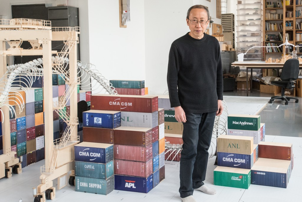 Huang Yong Ping dans son atelier avec la maquette de l'oeuvre Empires pour Monumenta 2016 au Grand Palais. Photographie Jean-François Gaté.