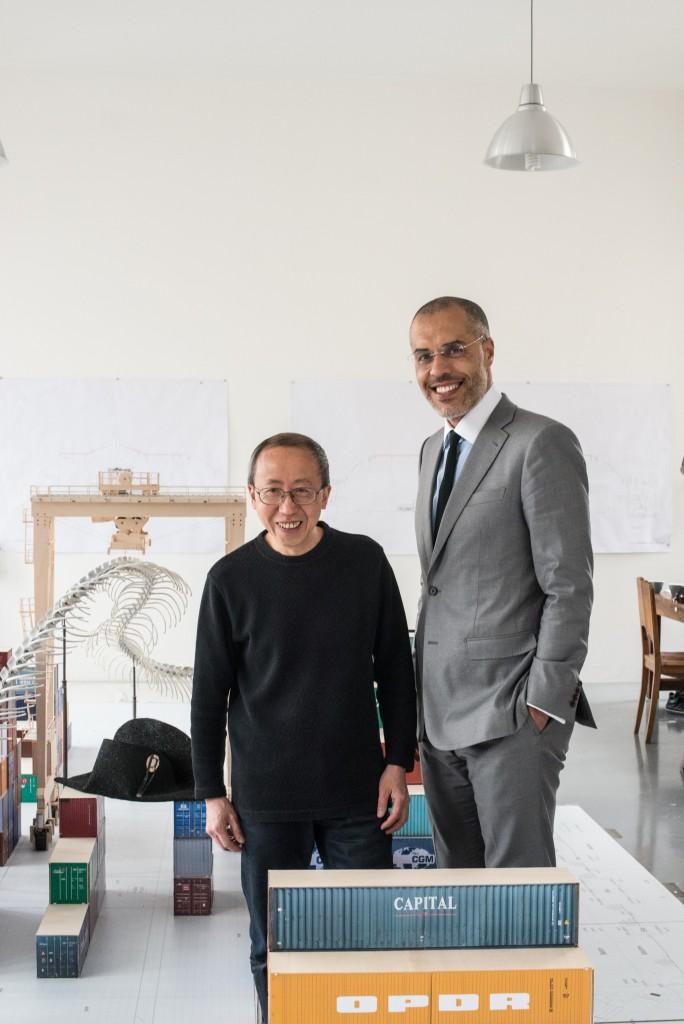 Huang Yong Ping et Kamel Mennour dans son atelier, photo courtesy Jean -François Gaté.