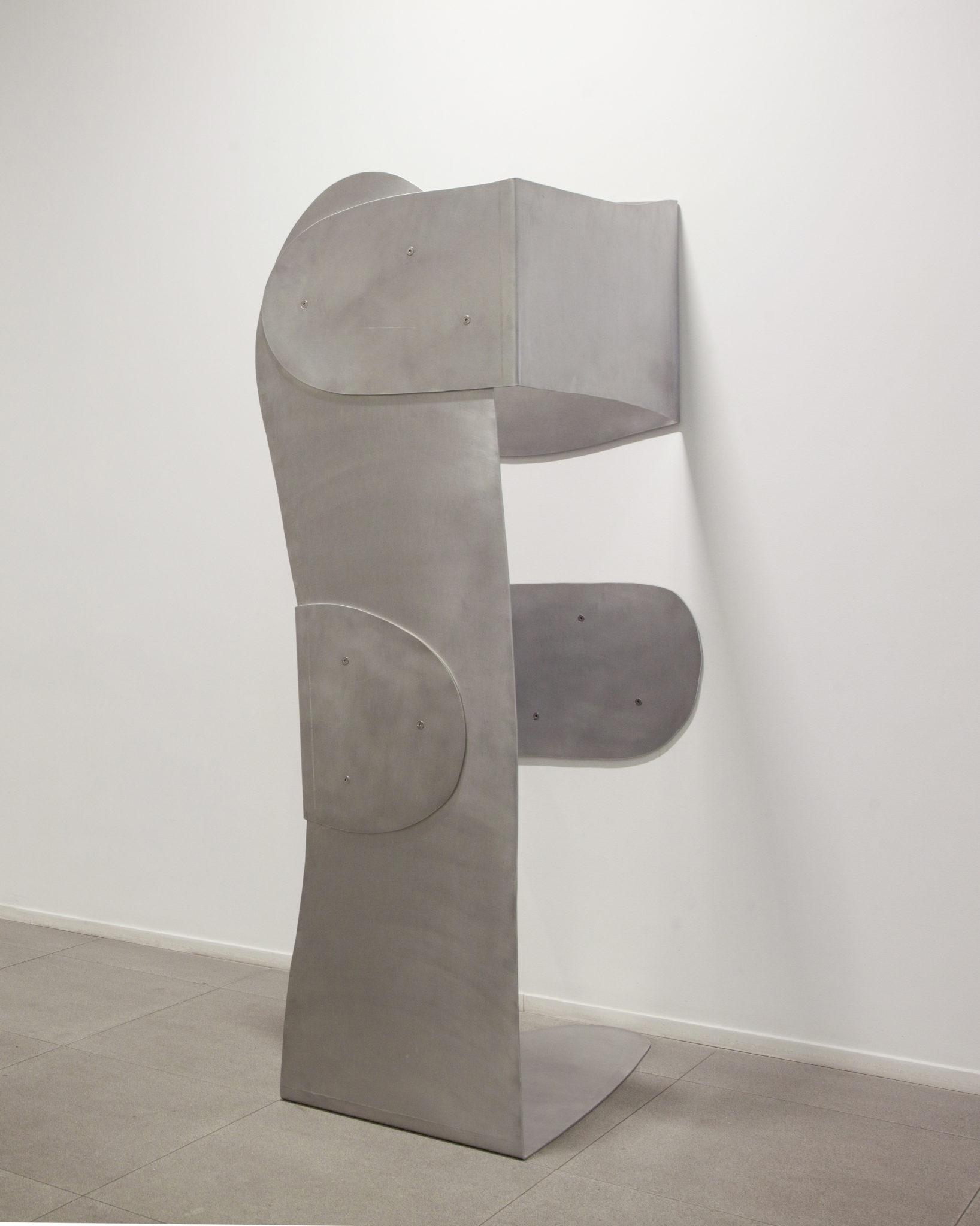 Susana Solano  Lo visible II 2009-2010. Acier inoxydable  186 x 85 x 79 cm
