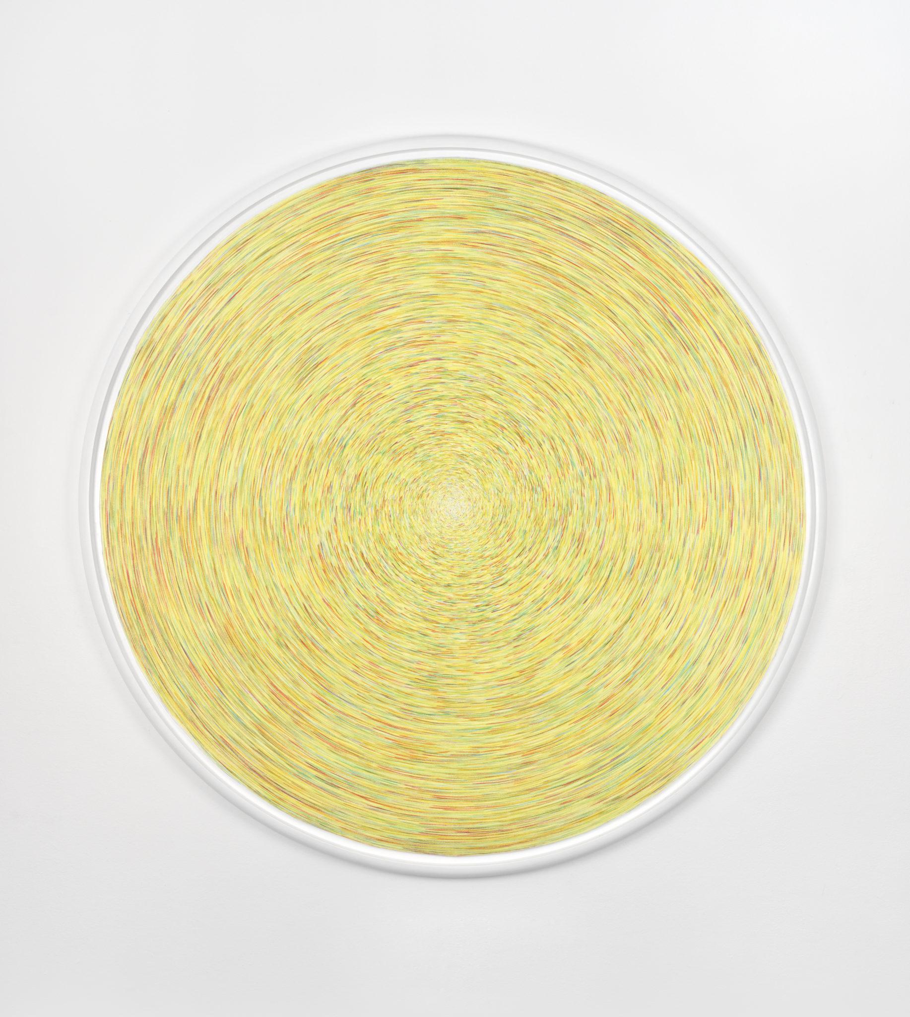 Carmen Perrin, Tracé tourné, frappé, 2018_Crayon de couleur sur papier, 163 cm de diamètre © Galerie Catherine Putman