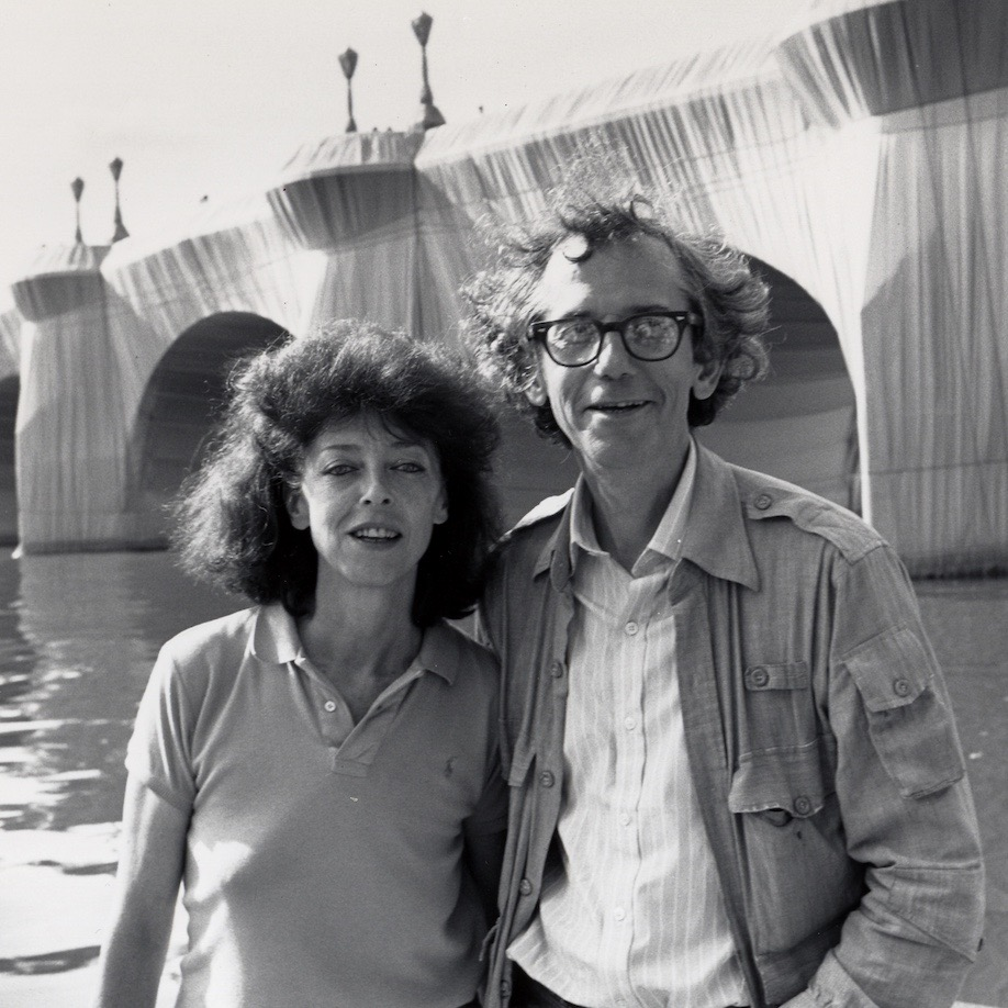 Christo et Jeanne-Claude, Portrait at Pont Neuf Wrapped , Paris, 1975-85. Photo: Wolfgang Volz © Christo 1985