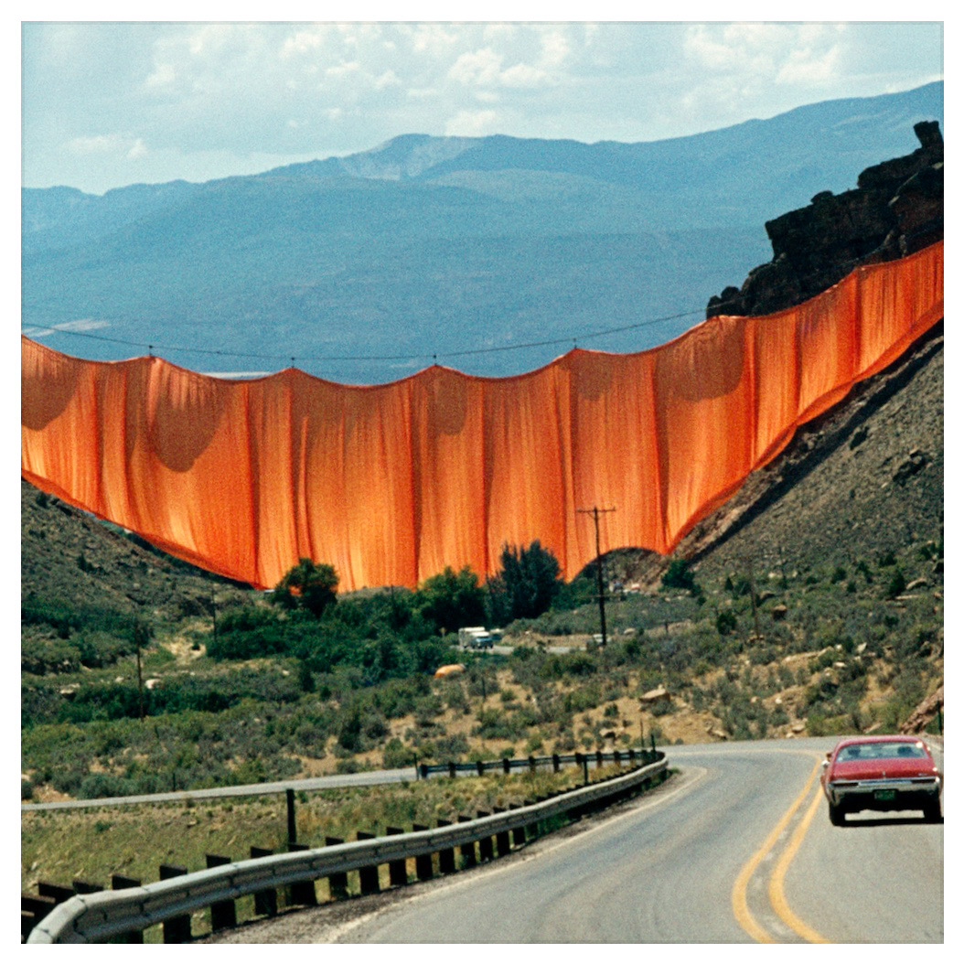 Christo et Jeanne-Claude, Valley Curtain Riffke, Colorado, 1970-1972, photo Wolfgang Volz, copyright Christo 1972.