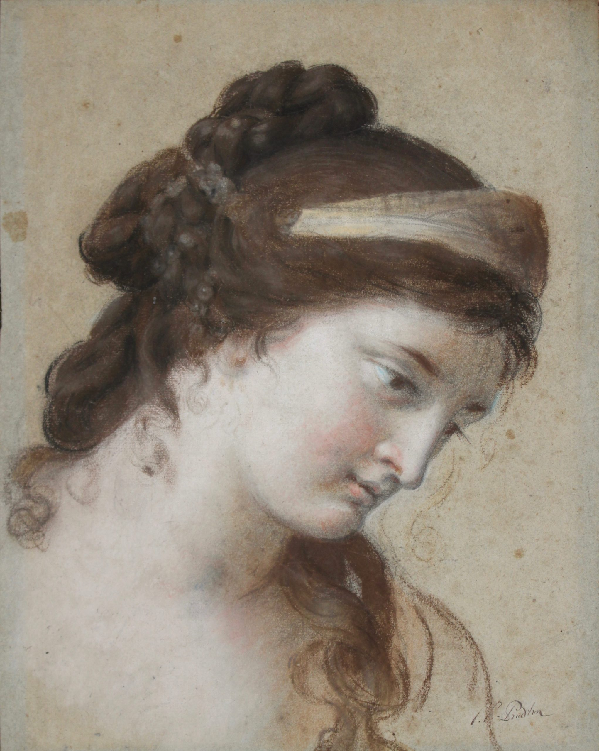 Elisabeth VIGEE-LEBRUN (1755 – 1842) Junon Pierre noire et pastel sur papier anciennement bleu 41×33 cm Annoté « PP Prudhon » en bas à droite Provenance: collection particulière, Paris. Au dos du carton de fond, annotation « Acheté en 1864 par mon père, 40+ » Etude préparatoire pour la figure de Junon dans le tableau tableau peint en 1781 Junon demandant à Vénus de lui prêter sa ceinture magique, exposé au Salon de 1783 DE BAYSER