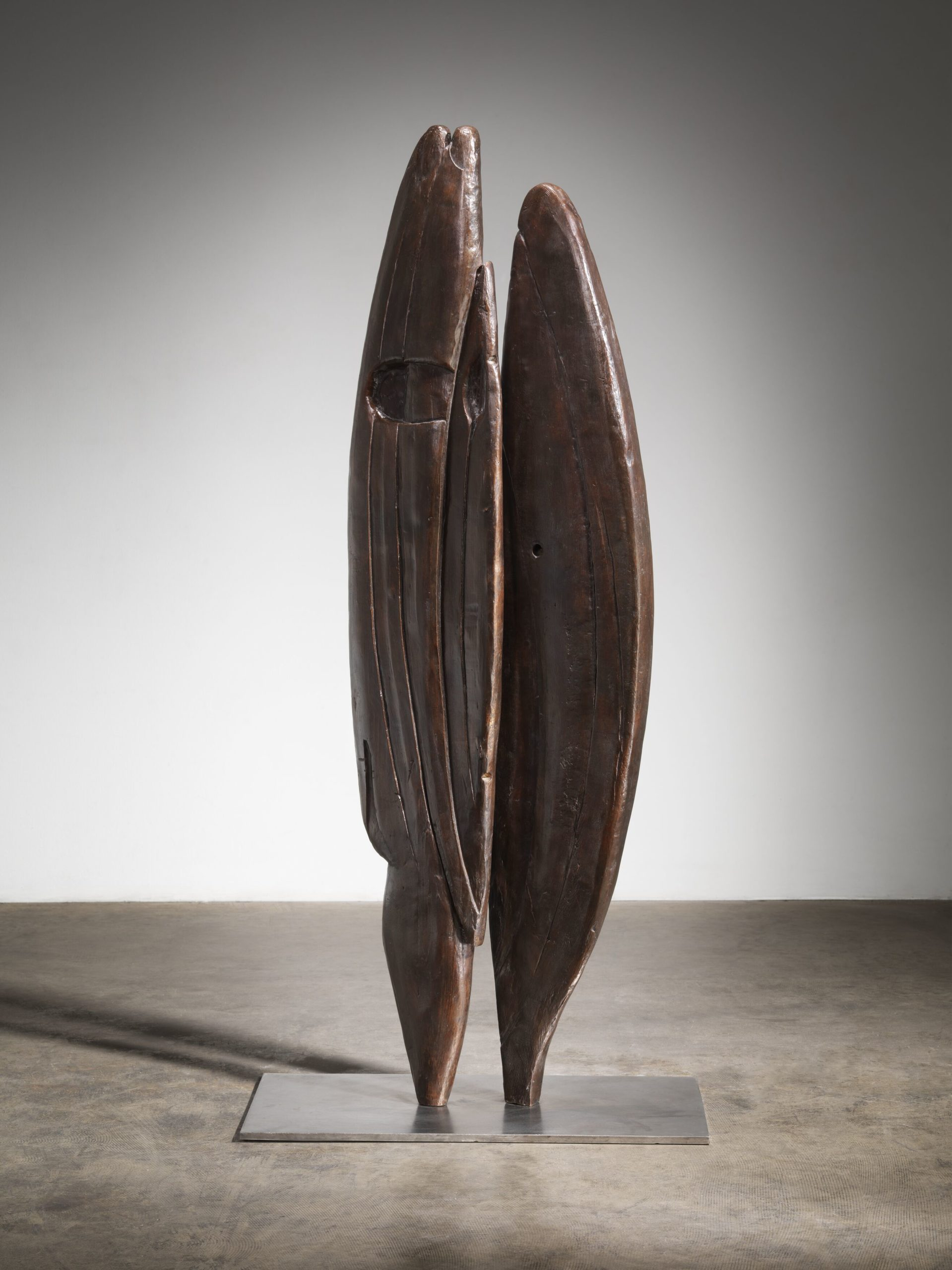 Louise Bourgeois  Brother & Sister 1949 Bronze and stainless steel  165.7 x 76.2 x 43.2 cm / 65 1/4 x 30 x 17 in Photo: Christopher Burke © The Easton Foundation / 2020, ProLitteris, Zurich Courtesy The Easton Foundation and Hauser & Wirth