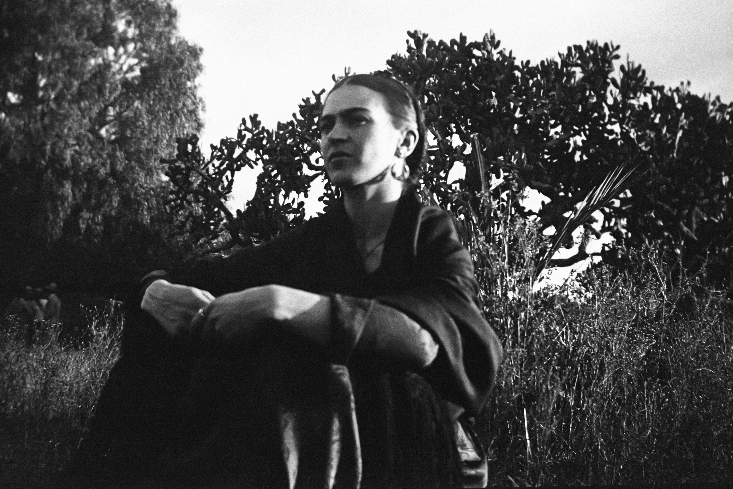 Frida by the Cactus, Mexico, 1932 (©LUCIENNE BLOCH, COURTESY GALERIE DE L'INSTANT, PARIS)