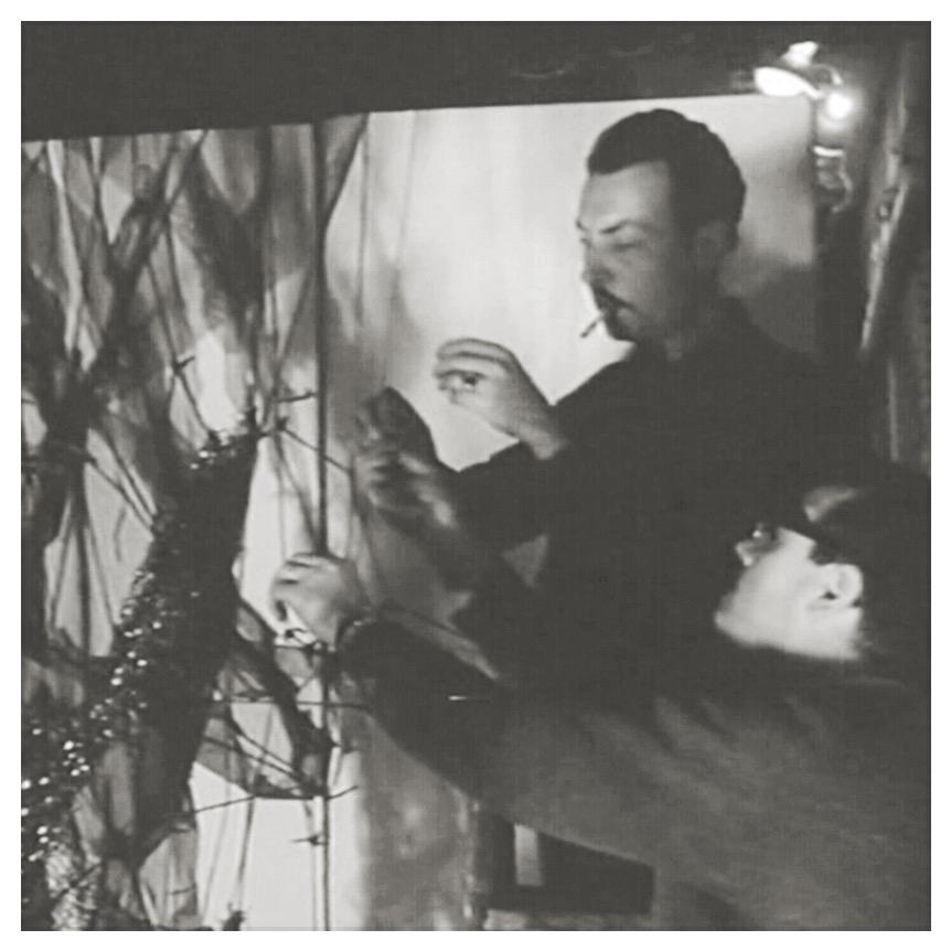 Manuel Rivera travaillant sur Sín título (Untitled) (1963), son projet pilote pour El Corte Inglés, Calle Preciados, Madrid 1963