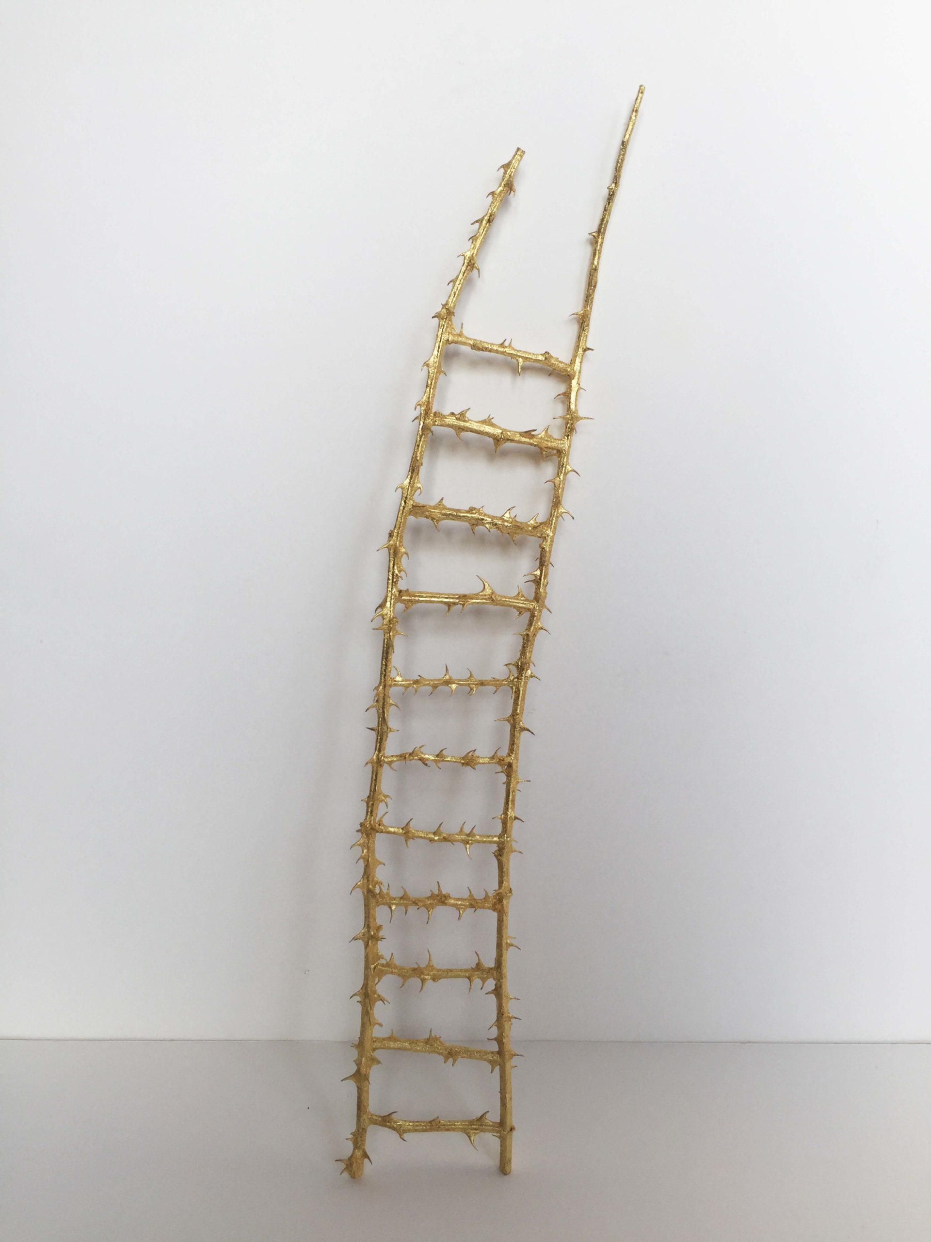 Laure Tixier_Il se peut qu'on s'évade en passant par le toit_2020_41. 8 x 1,5 cm_Ronce dorée à la feuille d'or,Exhibition view MATRIOCHKAS, ANALIX FOREVER, mars 2021