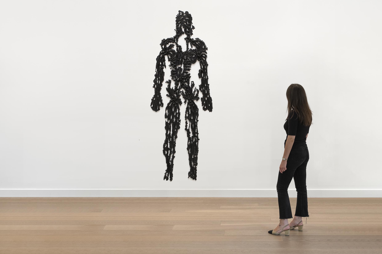 Kiki Smith Black Madonna, 1992 Bronze 182x67cm, courtesy Galerie Lelong Paris