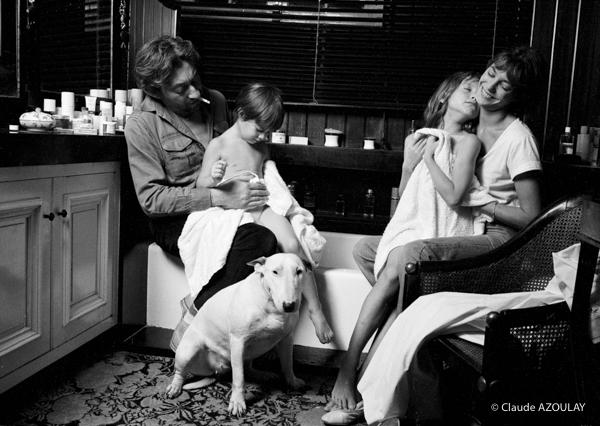 Serge Gainsbourg, Charlotte, Jane Birkin et Kate Barry, rue de V